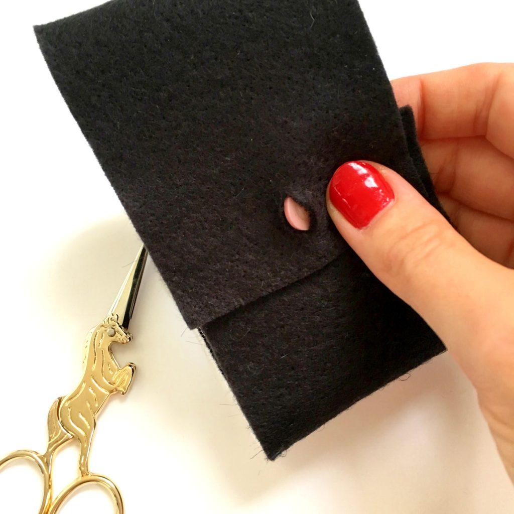 button-on-felt-and-scissors