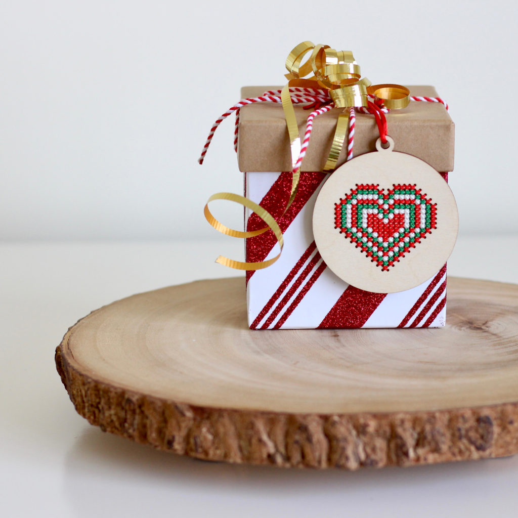 cross-stitch-gift-tag