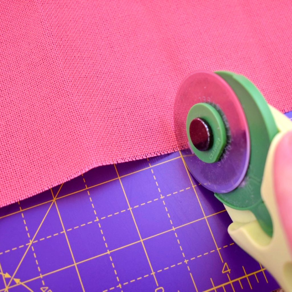 cutting-fabric-with-rotary-cutter
