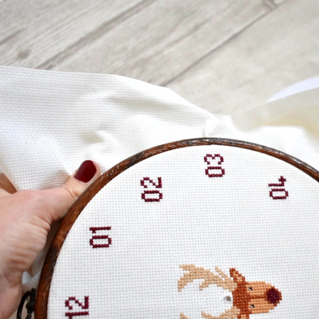 cross-stitch-clock-tutorial-pull-fabric-taught