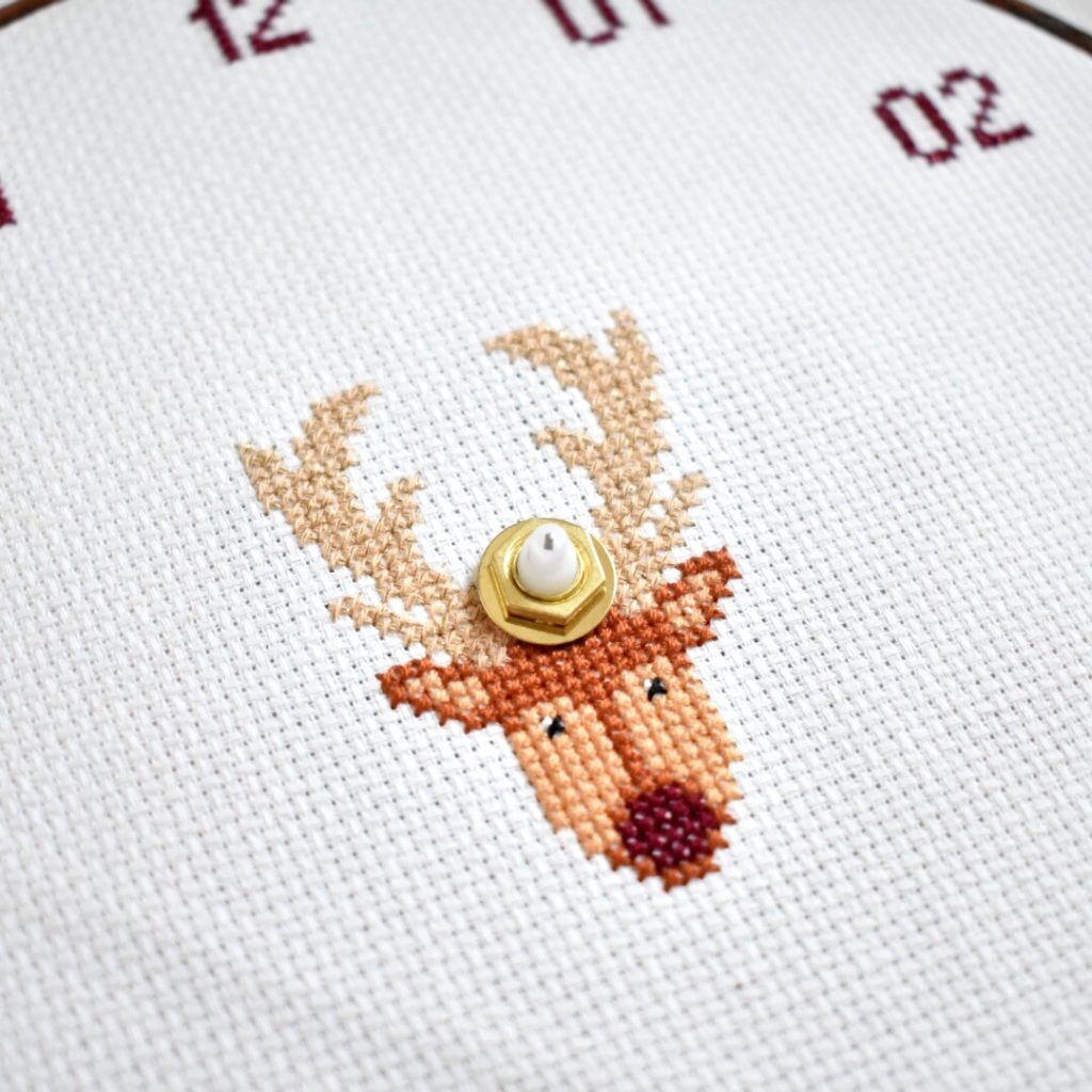how-to-make-a-cross-stitch-clock.-tutorial